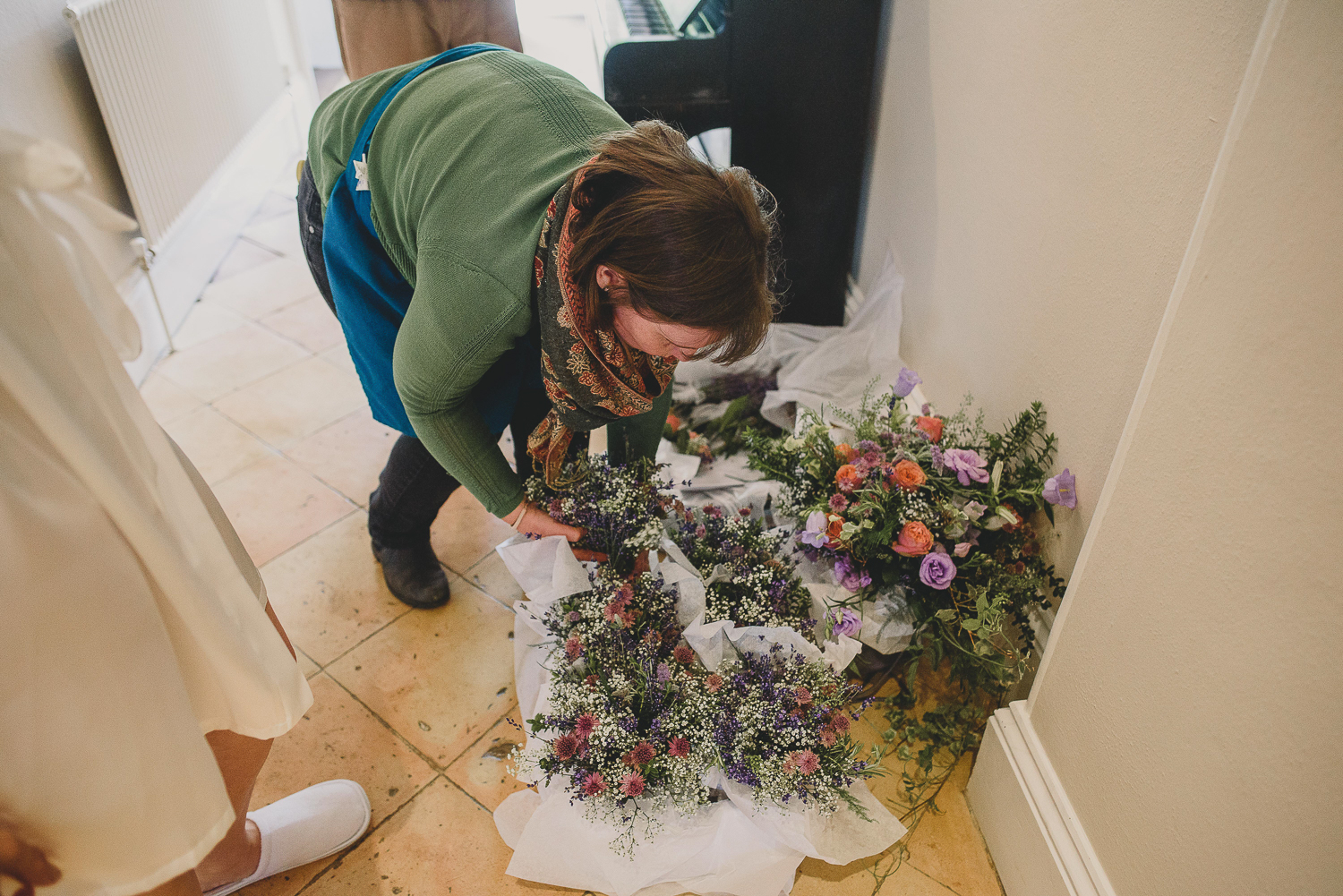sharon from flower30 delivering flowers